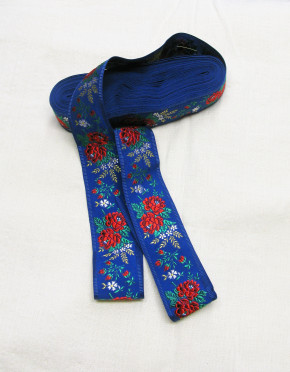 Nr. 5 Stoffband bestickt (blau)