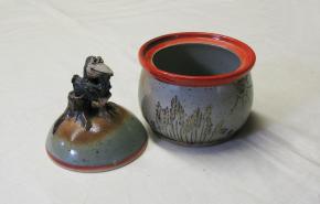 "Keramikdose ""Krabat auf dem Baumstumpf"" (L)"