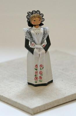 Figure of an Sorbian woman in costume